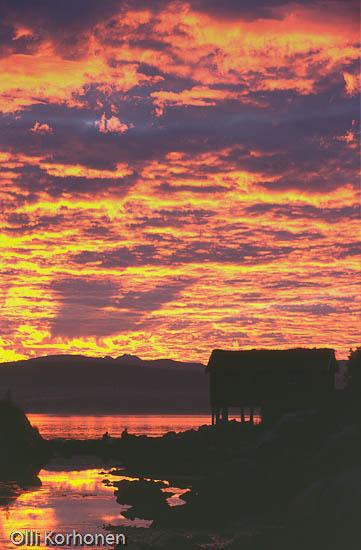 Kuva: Eritääin värikäs auringonlasku Norjassa, Colourful Sunset in Norway.