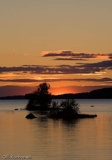 Auringonlasku, järvi, punainen taivas