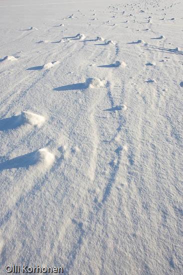 Kuva: Itsestään liikkuvat lumipallot.