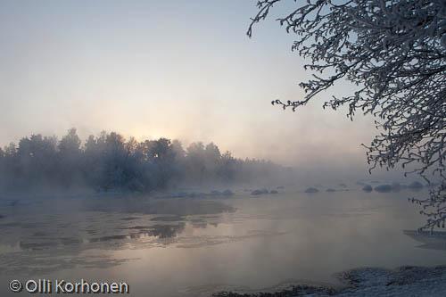 Kuva: Talvinen virta huokuu kylmyyttä.