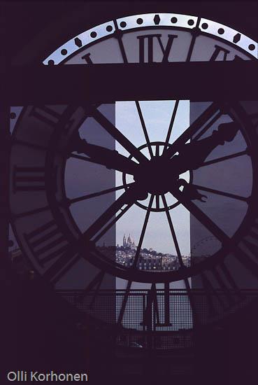 Pariisi, Orsay'n museon aseman kello.