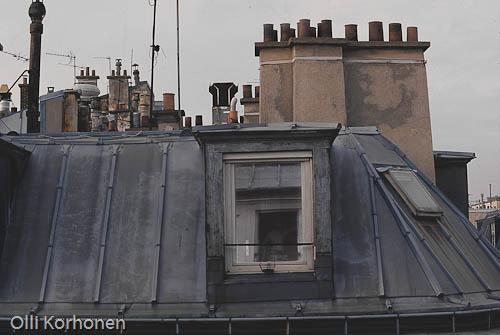 Talojen kattoja Montmartre'lla, Pariisi.