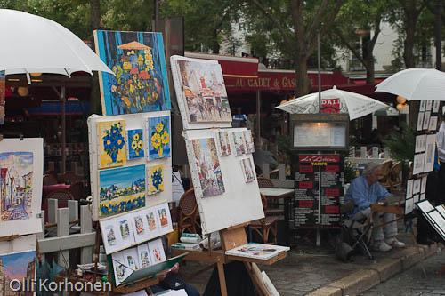 Pariisi, Place du Tertre -aukion taidekojuja.