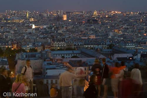Sacré Coeur, öinen näkymä yli Pariisin.
