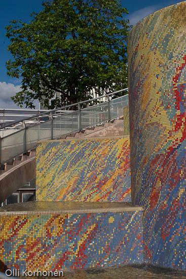 Kuva: Värikäs mosaiikkiseinä, Hallien alue, Pariisi.