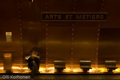 Arts et Métiers, Jules Vernen tyyliin. kuparilevyillä päällystetty metroasema Pariisissa.