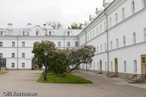 Kuva: Valamon luostari, sisäpiha rakennuksineen.