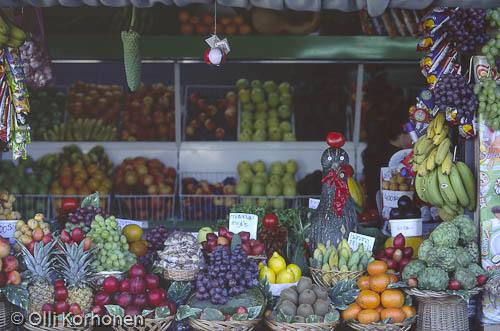 Kuva: Myyntikojun hedelmätiski, Madeira.