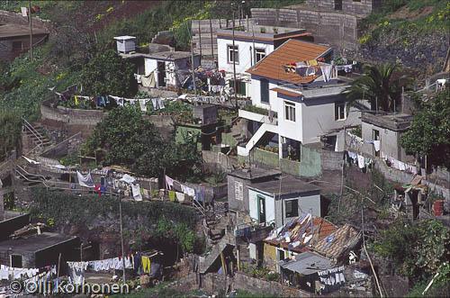 Kuva: Köyhälistön asuma-alue Madeiralla. Slummi.