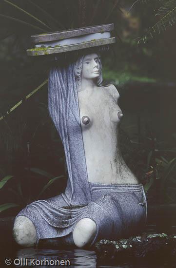 Kuva: Sininen nainen-patsas Funchalissa Madeiralla.