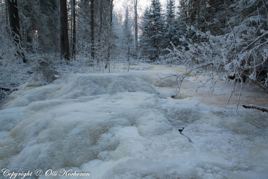 Jäätynyt koski, Kourujoki.