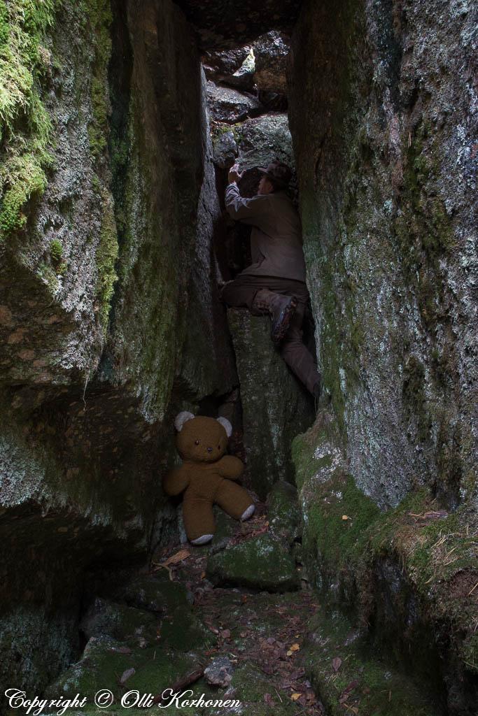 hylätty nalle,abandoned teddy bear,luola,rakoluola