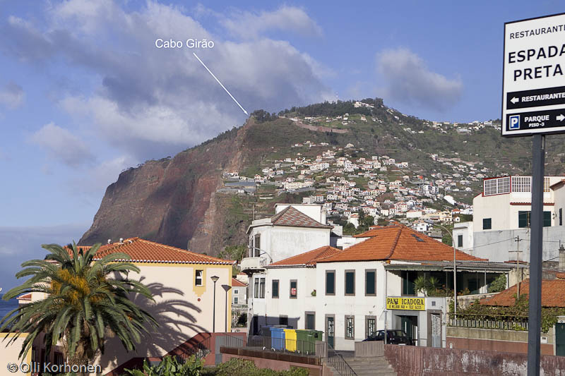 Cabo Girao, Camara de Lobosin kylästä nähtynä.