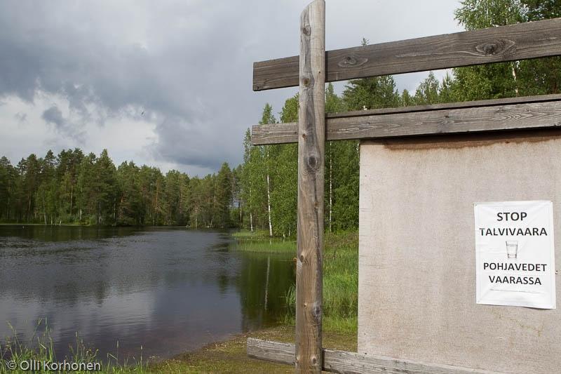 Stop Talvivaara -kyltti Jyrkänkoskella.