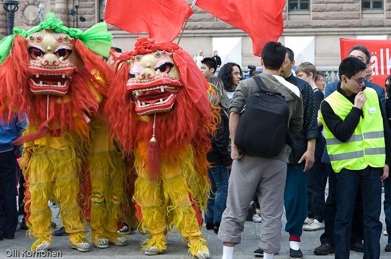 Lohikäärmeitä, mielenosoitus Kiinan puolesta Tukholmassa, 2008