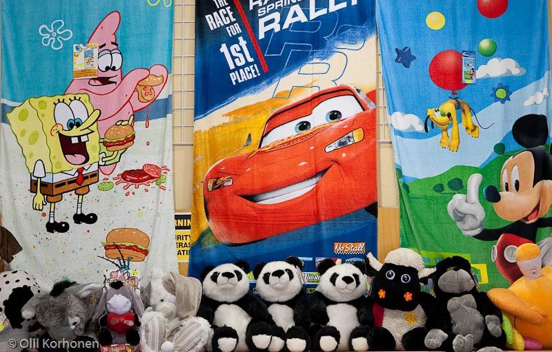Disneyrihkamaa matkamuistomyymälässä.