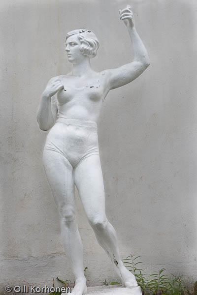 Valkea naisfiguuri, Petroskoi 2011