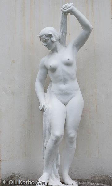 Kylpevä nainen, patsas, Petroskoi 2011