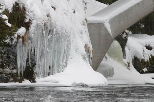 Konnekoski sillan jäämuodostelma.