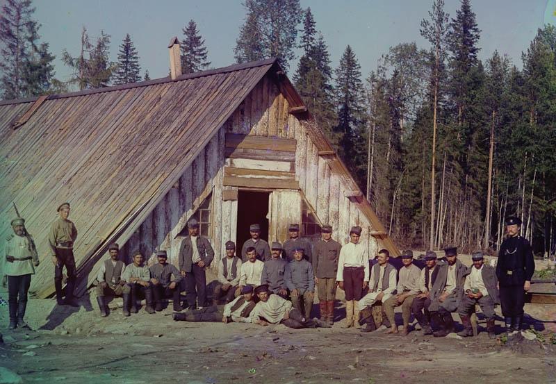 Itävaltalaisia sotavankeja ryhmäkuvassa Käppäselässä.