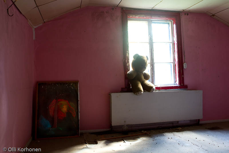 abandoned-teddy-bear-2012-6415-size-4896-x-3264