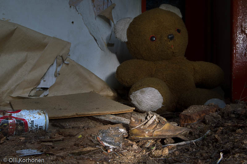 abandoned-teddy-bear-2012-6561-size-4896-x-3264