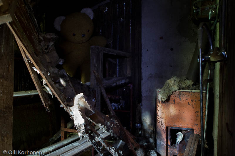 abandoned-teddy-bear-2012-6718-size-4896-x-3264