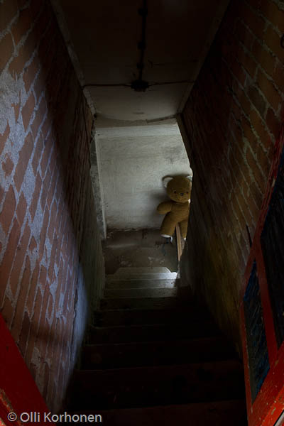 abandoned-teddy-bear-2012-6753-size-3264-x-4896
