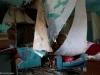 Hylätty Nalle aution talon turkoosissa tuvassa