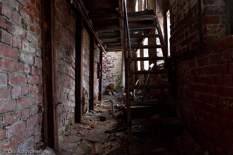 Hylätty Nalle rullatehtaan kattilahuoneen alakerrassa.