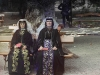 Armenialaisia naisia loma-asussa.