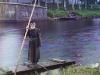 84-vuotias sulunvartija Mariinskin kanavajärjestelmän varrella.