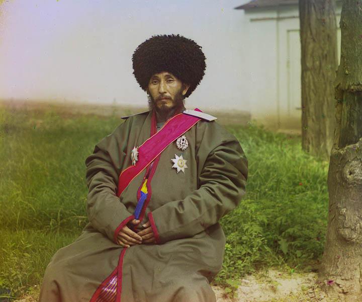 Isfandiyr, Venäjän Khorezmin protektoraatin (ent. Hivan kaanikunta) kaani virka-asussa.
