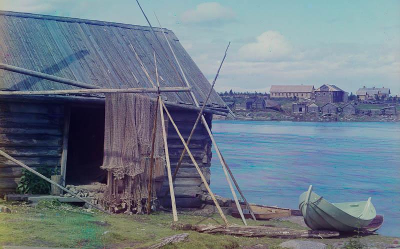 Kalastusverkkoja kuivamassa jossain Murmanskin radan varrella.