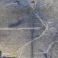 Nuolikuvio kivessä