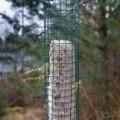 Muovipintaisesta aitaverkosta tehty talipallo-automaatti