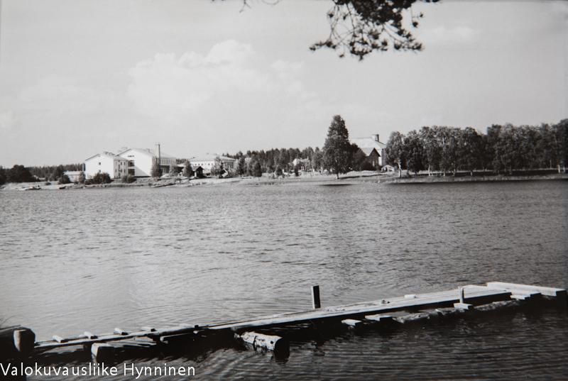Näkymä Sotkamosta, 1960-luku, Valokuvausliike Hynninen.