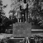 Kajaani, Kirkkopuisto, 1939-1944 sodan sankaripatsas, 1960-luku, valokuvausliike Hynninen