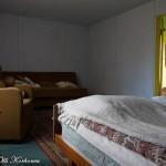 Hylätty Nalle kansainvälisen autiotalon makuukamarissa