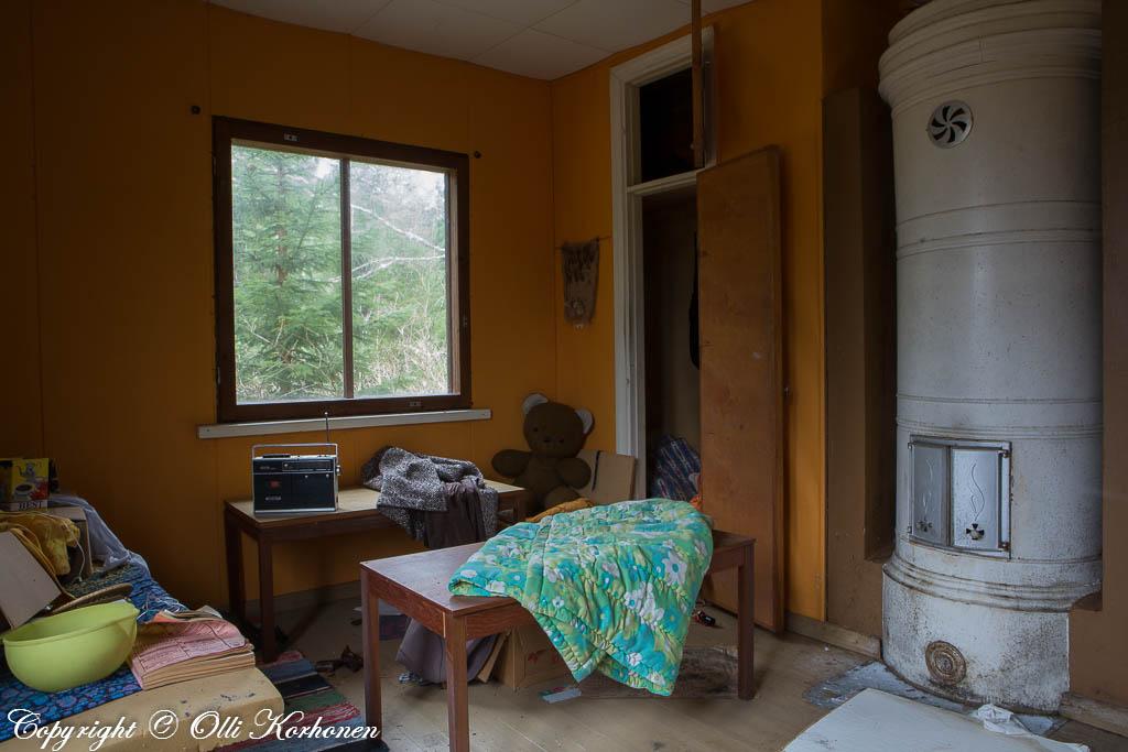 hylätty nalle,abandoned teddy bear,autio talo