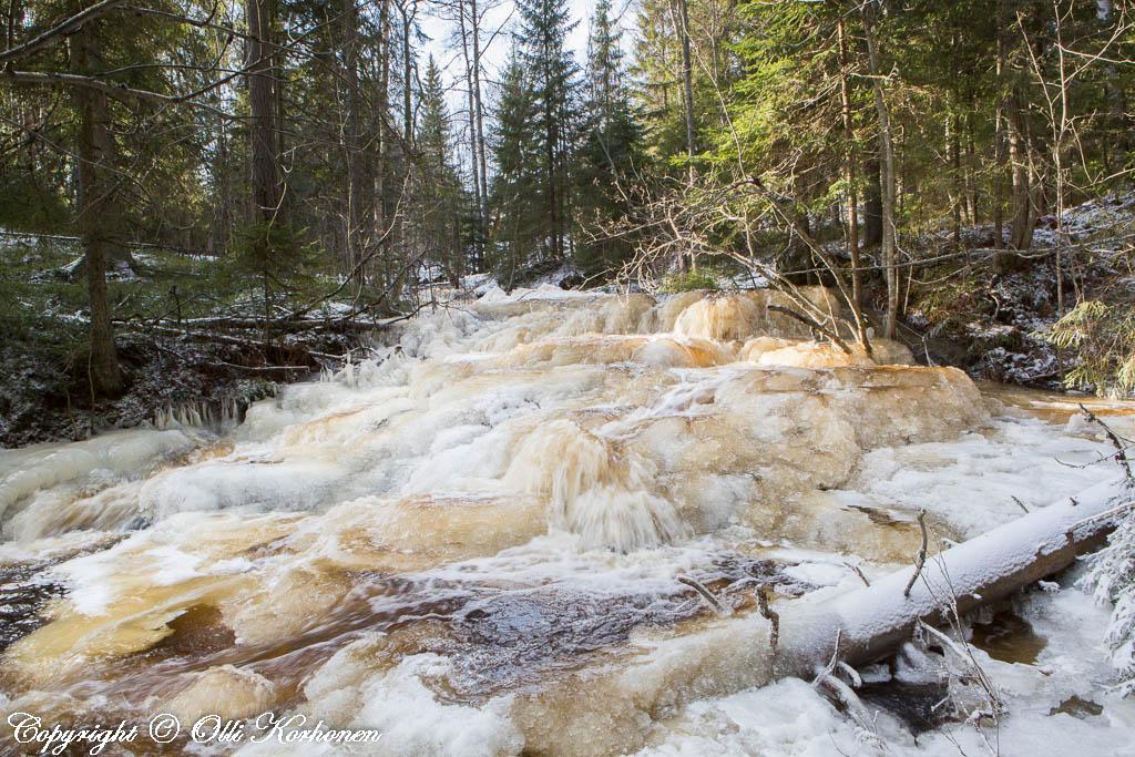 kourujoki,vesiputous,jäätynnyt putos