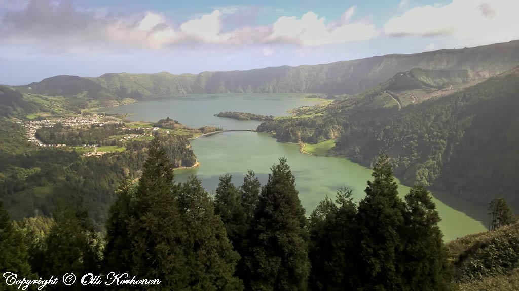 Sete Cidades -järvi on syntynyt vanhaan tulivuoren kraatteriin.